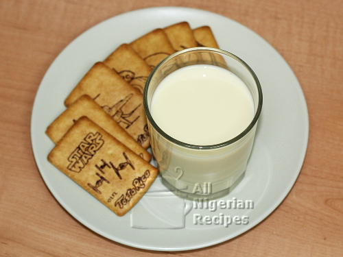 soya milk with cookies